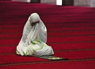 Hukum Shalat Berjamaah Di Masjid Bagi Wanita Dari Berbagai Pendapat