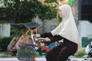 muslimah bersepeda